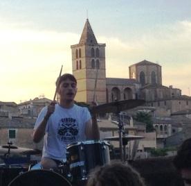 Llorenç Ferriol, amb la 'catedral del Pla' de fons.