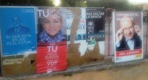 Cartells de propaganda electoral, ahir en la plaça Es Fossar.