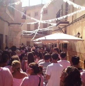 Només falten 56 dies per a la festa que tornarà omplir els carrers de Sineu de color de rosa.