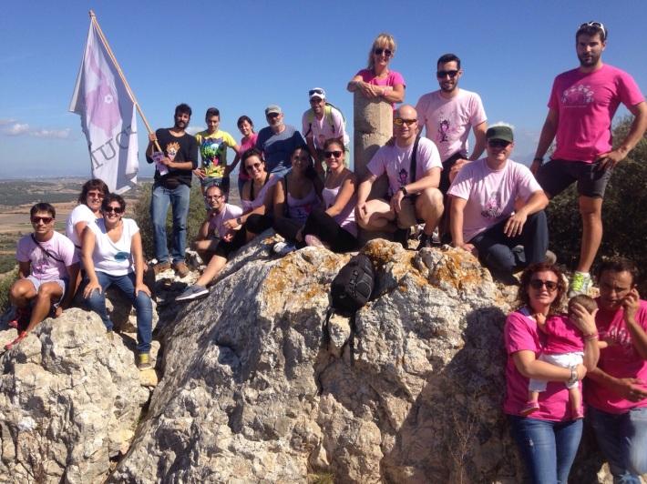 Membres de les associacions Siloè, Un Somriure per Txernòbil i Pallassos sense Fronteres, amb representants de la Muchal Foundation després de l'ascensió al puig de Sant Nofre sense ajuda d'oxigen.