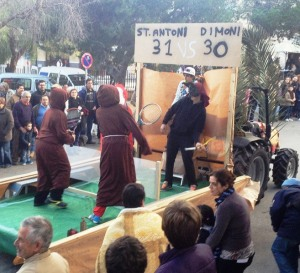 Les beneïdes donen inici al Sant Antoni sineuer.