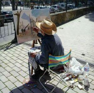 Dissabte era habitual veure artistes fent la seva feina pels carrers del poble (foto: Joan J. Bonnín).