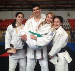 Els quatre esportistes del club sineuer que han aconseguit la medalla d'or