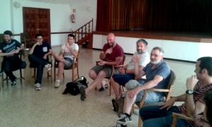 Els membres de la Confraria Muchal Foundation, Miquel Tugores i Macià Puiggròs, durant la xerradeta.