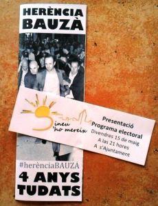 Moltes cases s'han aixecat amb dues publicitats dins la persiana: una a de l'acte de Sineu s'ho Mereix i una altra contra les polítiques de Bauzá durant aquesta legislatura.
