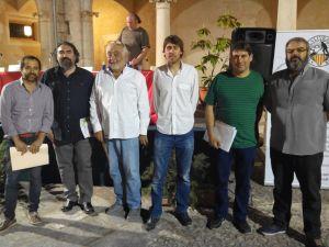 Els cinc candidats, amb Miquel Puiggròs, moderador de l'acte.
