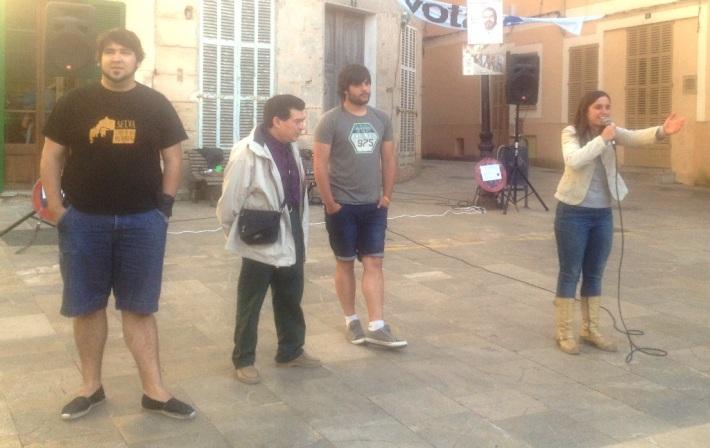 Maribel Servera va recordar als joves que, a part de la festa, diumenge cal anar a votar amb responsabilitat.