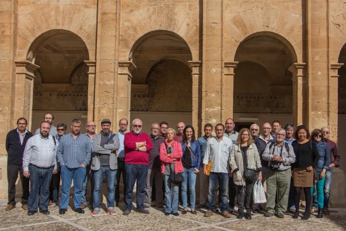 Foto de grup dins el claustre del convent de Sant Bonaventura.
