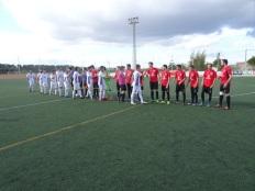 Els dos equips abans d'iniciar el joc.