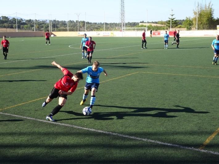 Els sineuers no s'acovardiren davant uns eivissencs que anaven de favorits (no de bades, el seu objectiu és l'ascens), i el gol local va estar prop.
