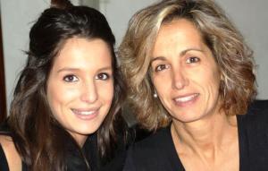 Antònia Real, amb una de les seves filles. [foto: Facebook]