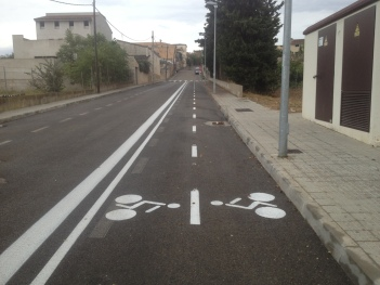 Nou carril per a bicicletes en el CEIP Rodamilans.