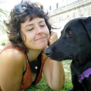 Antònia Romero treballa en el grup de recerca en Biologia de les Plantes en Condicions Mediterranies, de l'àrea de Fisiologia Vegetal de la UIB. Va ser parella d'Amador Gacies durant dos anys, en la festa del Much de Reig.