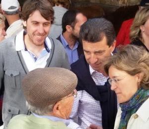 El regidor sineuer Tomeu Mulet, amb Biel Company i la ministra