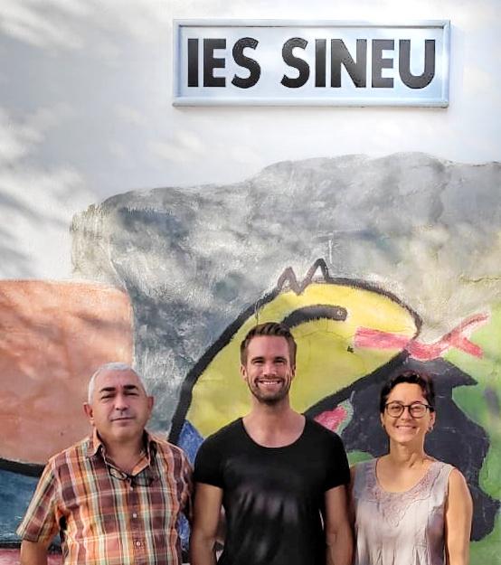 El tutor dels alumnes alemanys, amb la direcció de l'IES.